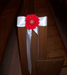 Simple Pew Bow with Gerbera Daisey