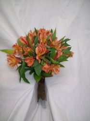 Warm hued wedding flowers for Illinois weddings